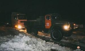 На Тернопільщині у снігових пастках опинилися десятки автомобілів